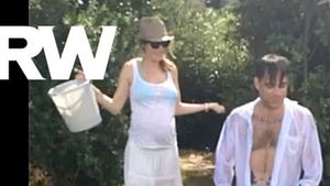 Ayda gives Robbie a dig out for his Ice Bucket Challenge