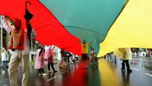 Lithuanians carry a 1000 metre long Lithuanian flag to celebrate the Baltic Way