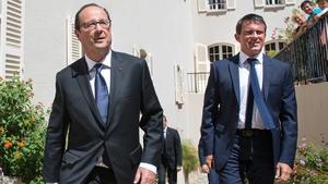 Francois Hollande ordered Manuel Valls to form a new cabinet