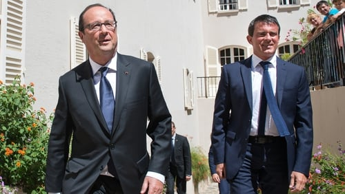 Francois Hollande ordered Manuel Valls to form a new cabinet