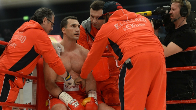 Vladimir Klitsckho has postponed his world title fight with Kubrat Pulev due to injury