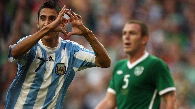 Angel Di Maria looks set to play in England this season
