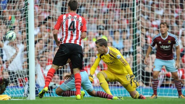 Southampton's Morgan Schneiderlin scores his second goal against West Ham