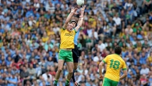 Neil Gallagher rises with Cian O'Sullivan