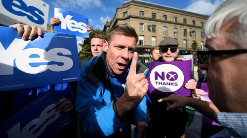 Yes and No supporters exchange views in Dundee