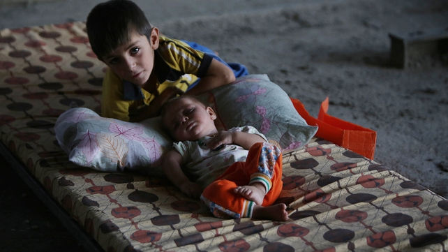 Displaced Iraqi Shia children who fled their homes due to attacks by IS jihadists in the northern city of Mosul