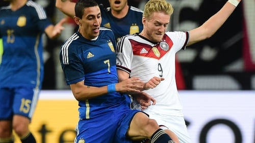 Germany's Andre Schuerrle (r) vies with Argentina's Angel Di Maria
