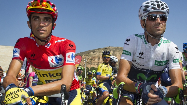 Tinkoff's Spanish cyclist Alberto Contador (l) and Movistar's Spanish cyclist Alejandro Valverde
