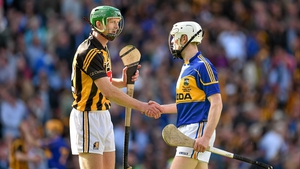 Kilkenny's Henry Shefflin shakes hands with Tipperary's Michael Cahill after the final whistle