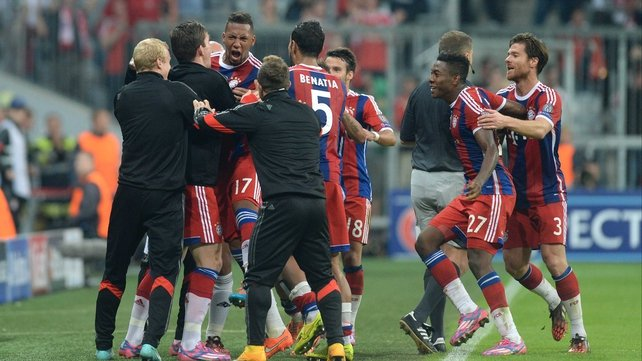 Bayern secure late victory against City