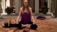 Julianne Moore plays unfulfilled actress Havana Segrand