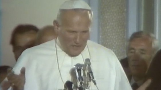 O'Doherty Collection : Journalists Sing to Pope John Paul