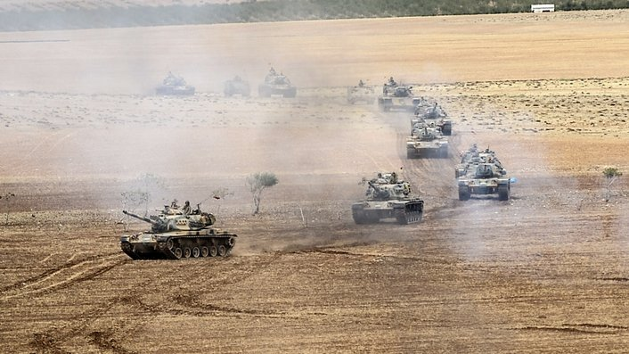 Turkey prepares for military action against IS
