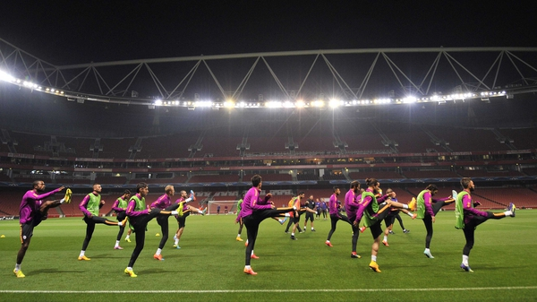 Arsenal's opponents Galatasaray warm-up up at the Emirates