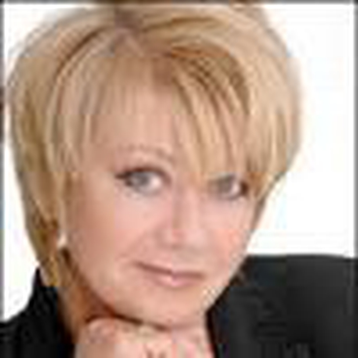 Elaine Paige - The First Lady of British Musical Theatre