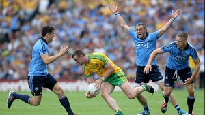 Bernard Brogan (l), his brother Alan (second right) and Eoghan O'Gara try to stop Leo McCloone