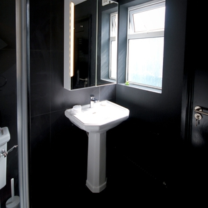 Bathroom Paint: Pure Shadow - Diamond Eggshell RRSP€40.50 for 2.5L