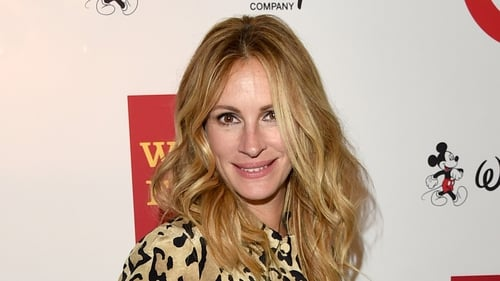 Julia Roberts feels that she took a risk by avoiding having a facelift
