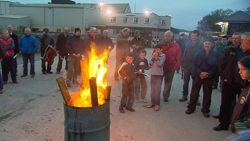Beef farmers in Rathdowney, Laois will continue to protest until 3pm tomorrow