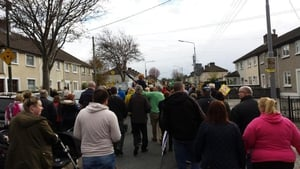 Around 1,000 people protested in Drimnagh, Dublin (Pic: @cinnfhaolaidh)