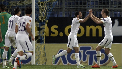 Tottenham players rush to congratulate Andros Townsend following his penalty