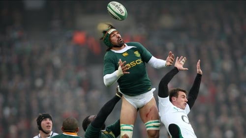 Victor Matfield in action against Ireland in 2009