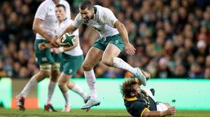Rob Kearney skips past Duane Vermeulen of South Africa