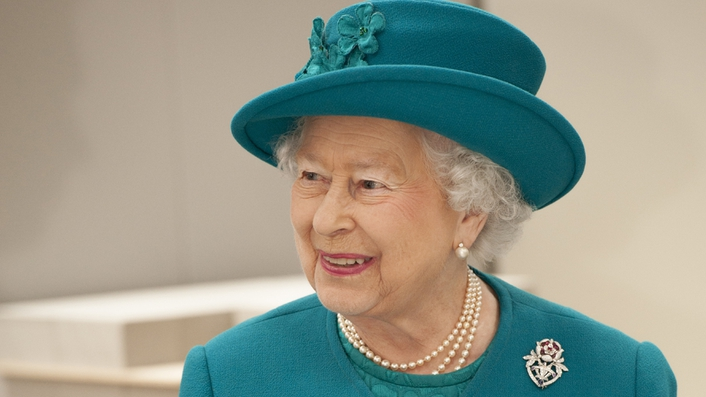 Queen to unveil portrait painted by Irish artist
