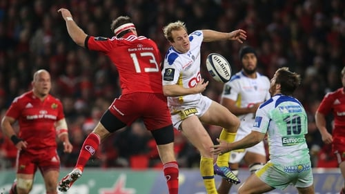 Munster's Pat Howard and Nick Abendanon of ASM Clermont Auvergne clash during the game