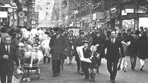 Christmas shoppers on Dublin's Henry Street in December 1970