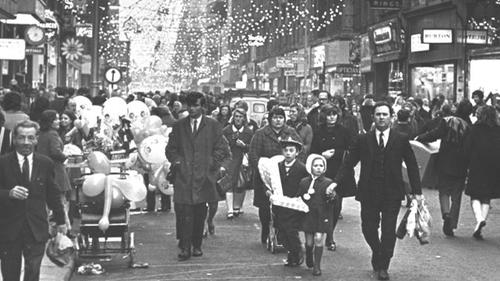 Christmas shoppers on Dublin's Henry Street in December 1970