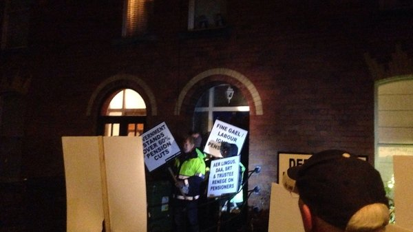 The crowd carried placards and shouted slogans for about an hour in the street outside Mr Donohoe's house in Phibsboro
