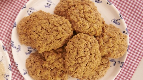 Cinnamon and Maple Oat Cookies: Rachel Allen