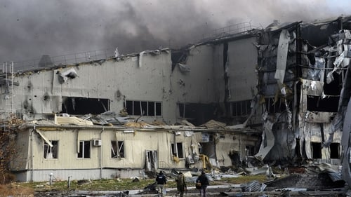 Donetsk airport is of strategic value to both sides