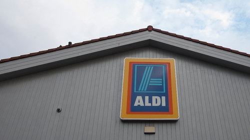 About 100 farmers staged a protest at both the Aldi and Lidl Stores in Finglas in Dublin