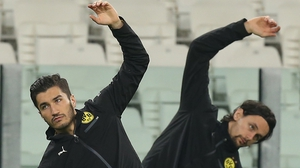 Dortmund midfielder Nuri Sahin (l) and US defender Neven Subotic train ahead of the game