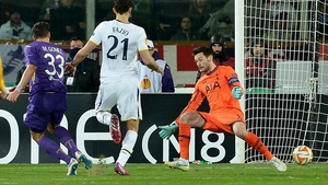 Mario Gomez (L) scores Fiorentina's first goal against Tottenham