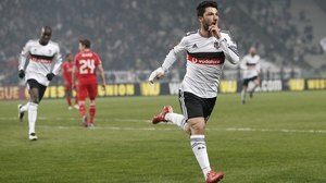 Besiktas' Tolgay Arslan (R) celebrates after scoring in the second-half to draw the teams level on aggregate