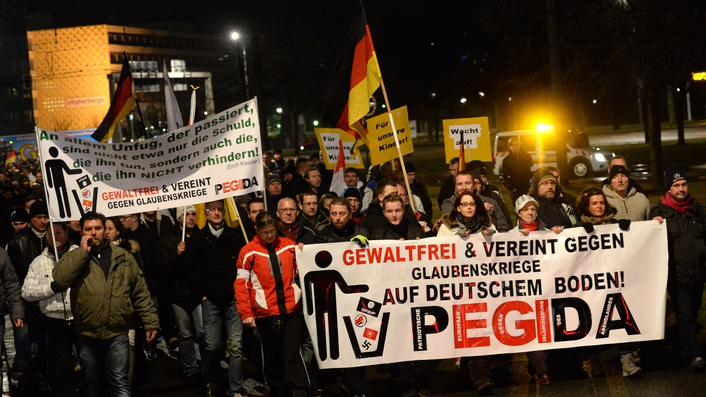 Thousands rally at protests against refugees