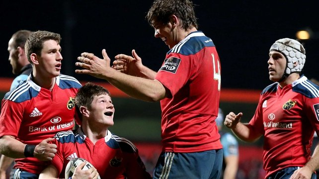 Munster move top with bonus-point win over Glasgow