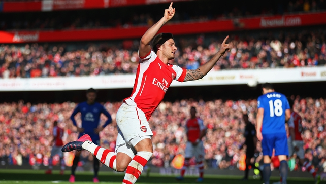 Arsenal get back on track by beating Everton