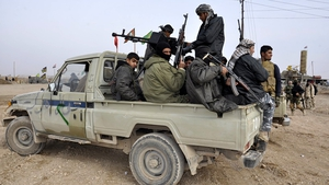 Volunteers from Iraqi Shia militia take up position near Tikrit city