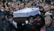 Servicemen carry Boris Nemtsov's coffin after a mourming ceremony in Moscow
