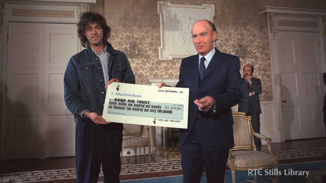 Bob Geldof receives a cheque from President Hillery (1985)