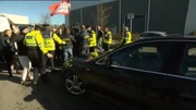 RTÉ News: Protesters block Tánaiste's car from leaving event