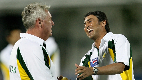 Pakistan cricket coach Bob Woolmer listens to then captain Younis Khan during a training session under floodlights at Swai Man Singh stadium in Jaipur 16 October 2006