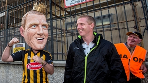 King Henry meets 'King' Henry Shefflin at the Kilkenny homecoming after their 2014 All-Ireland win