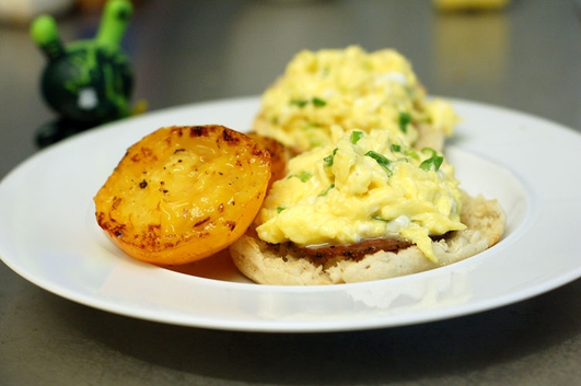 Neven's Recipes- Hambled' eggs on toasted muffins