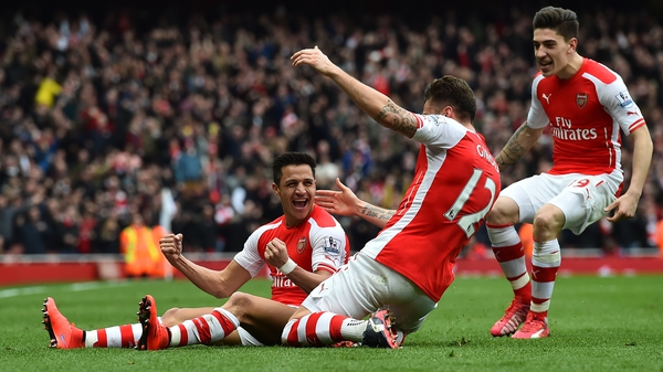 Alexis Sanchez (L) celebrates with his Arsenal team-mates after scoring their third goal