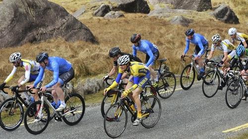Cyclists on the Rás Mumhan trek